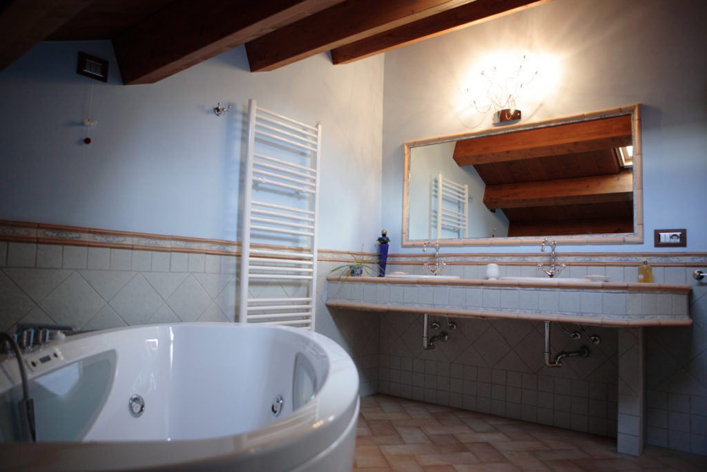 Vasca Da Bagno Zaffiro : Appartamento zaffiro residence sinfonie del bosco